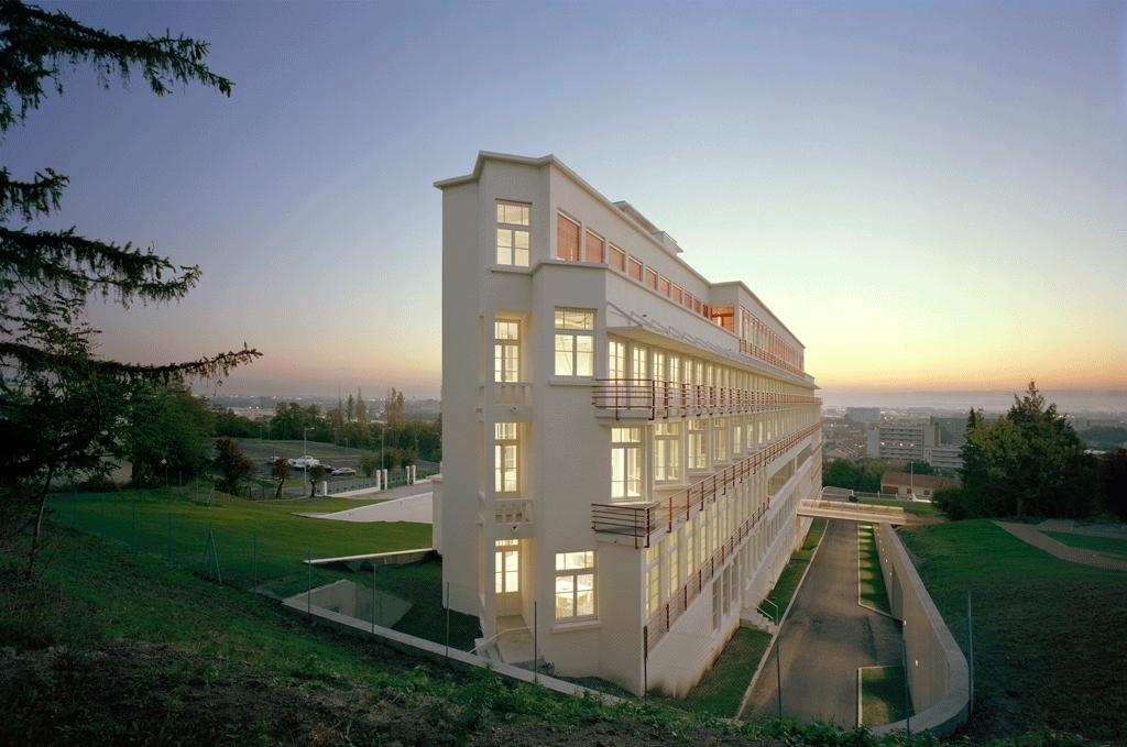 l 39 architecture d 39 aujourd 39 hui un ancien sanatorium accueille l ensacf l 39 architecture d. Black Bedroom Furniture Sets. Home Design Ideas