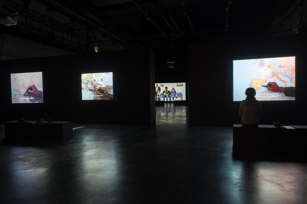 Avec des oeuvres de Bouchra Khalili (© ADAGP, Paris) et Marcos Avila Forero. Photo : Marc Domage