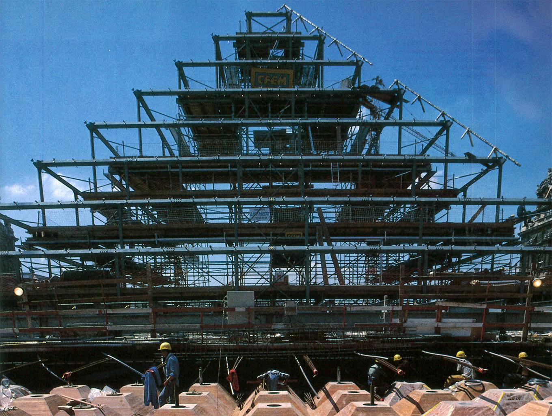 l 39 architecture d 39 aujourd 39 hui aa r tro la pyramide du louvre en 1987 l 39 architecture d. Black Bedroom Furniture Sets. Home Design Ideas