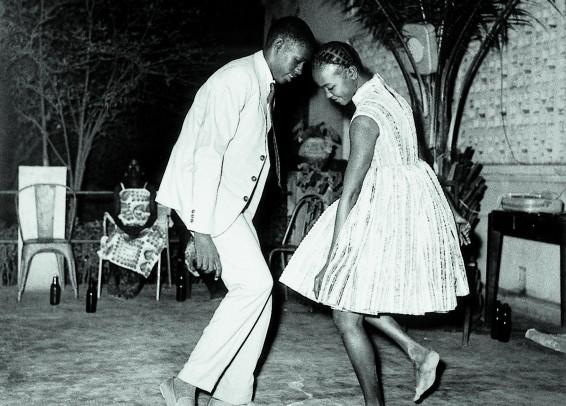 Malick Sidibé, Nuit de noël, 1965, tirage noir et blanc