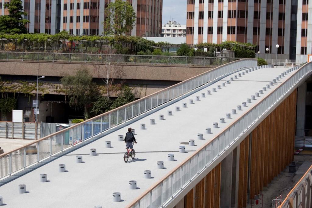 -Passerelle piétonne Constant Lemaitre à Boulogne Billancourt Jean-Marc Weill Architecte Ingénieur avec Christian Devillers Architecte Urbaniste