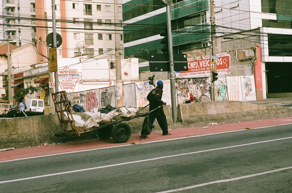 Un catador dans les rues de São Paulo © Carmen Olsen Roman