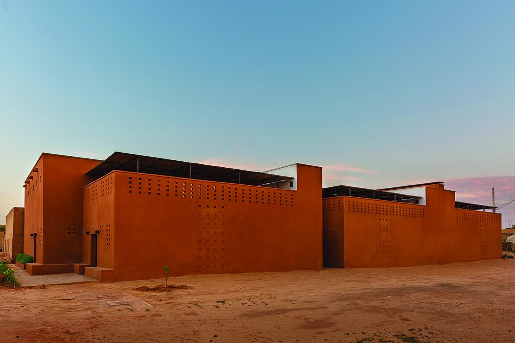 Niamey 2000 Housing, South facade at dusk © united4design