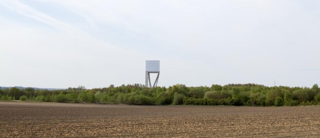 V+, château d'eau, Ghlin, province de Hainaut, 2010. Photographie : © Maxime Delvaux