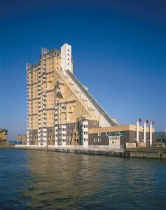 CZWG Architects, Cascades, London, 1988 © John and Jo Peck