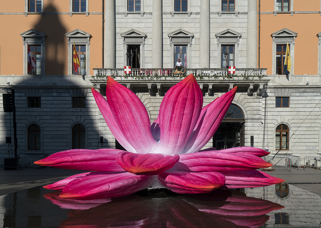 Breathing Lotus Flower, Choi Jeong Hwa © Marc Domage