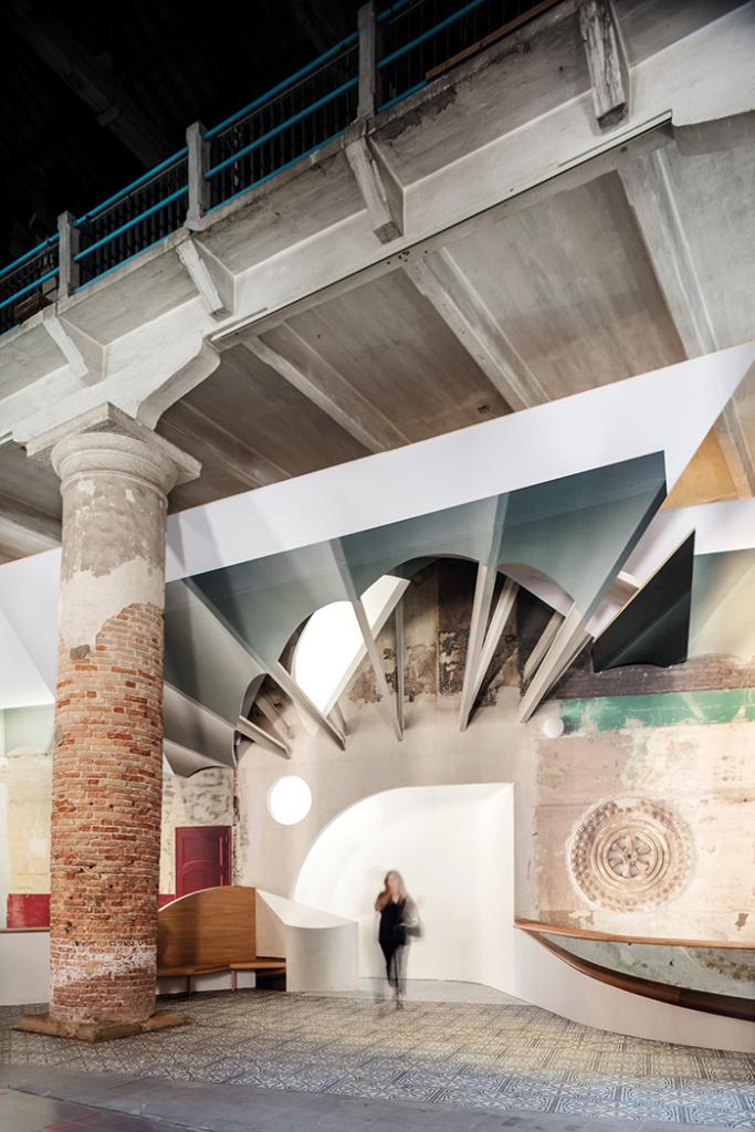 """""""Liquid Light"""", Biennale de Venise 2018 © Adrià Goula"""