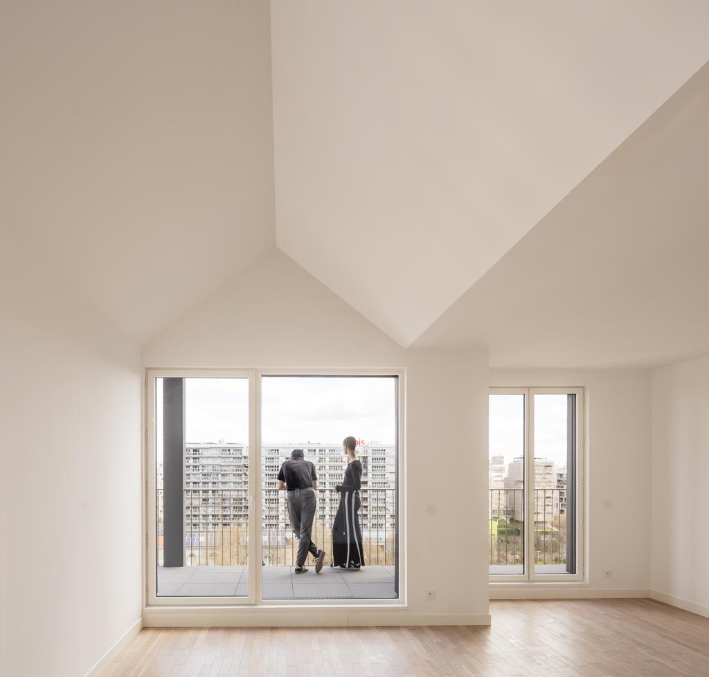 Les « archétypes » reprennent la forme familière de la maison. À l'origine, ils devaient être deux fois plus larges pour offrir aux habitants une hauteur sous plafond peu commune. ©LucBoegly
