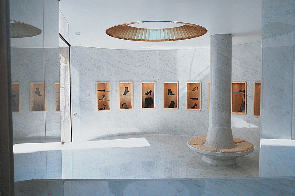 Boutique Azzedine Alaïa, en association avec Marc Newson, Paris, 2006 © Christoph Kicherer