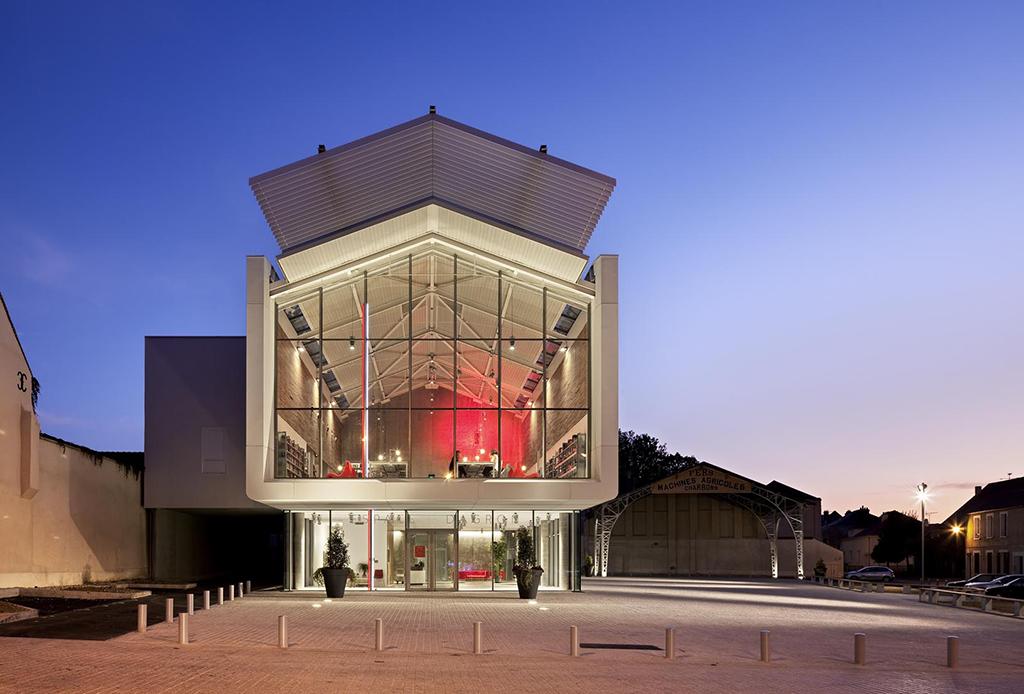 Cultural center, Auneau, 2009 © Michel Denancé