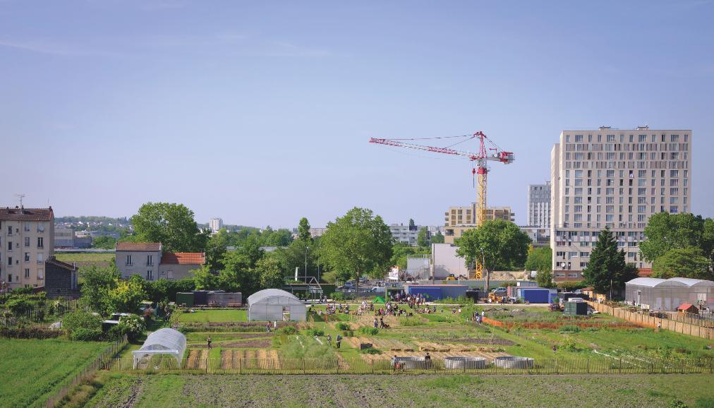 La Ferme urbaine à Saint-Denis, aux portes de Paris, est composée de 3,7 hectares de terres maraîchères exploitées par le collectif d'artistes-apiculteurs Parti Poétique, associé aux Fermes de Gally depuis 2018. © Sylvain Gouraud