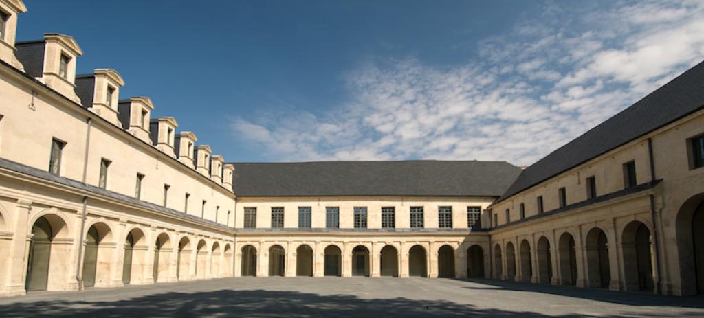 Cour intérieure du Frac Normandie Caen. Photo : Marc Domage © Frac Normandie Caen