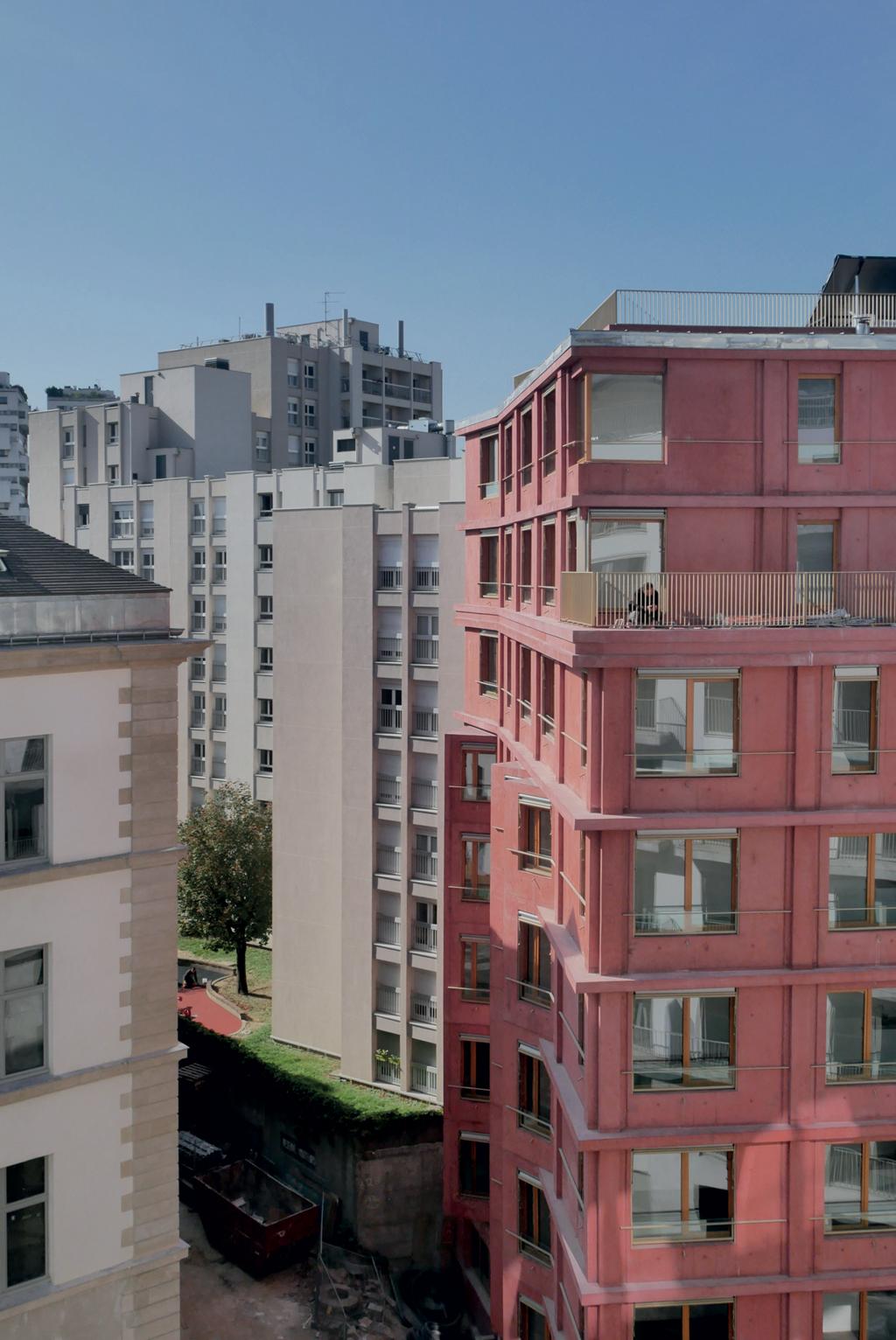 L'opération comprend la transformation des bâtiments historiques et la construction de 582logements, dont 50% sociaux, confiés à six équipes d'architectes, sous l'égide de l'agenceh2o, en charge de la maîtrise d'œuvre urbaine. © Julien Colom