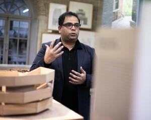 Kashef Chowdhury à Bordeaux, lors de l'exposition Bengal Stream, 2019 © Ivan Mathie