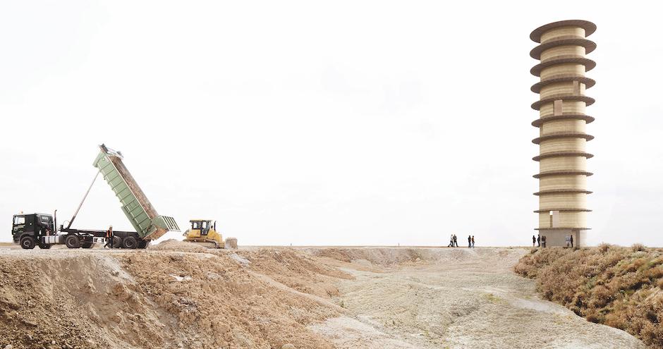 Joly & Loiret, tour en terre crue issue des déblais de chantiers du Grand Paris, en cours.