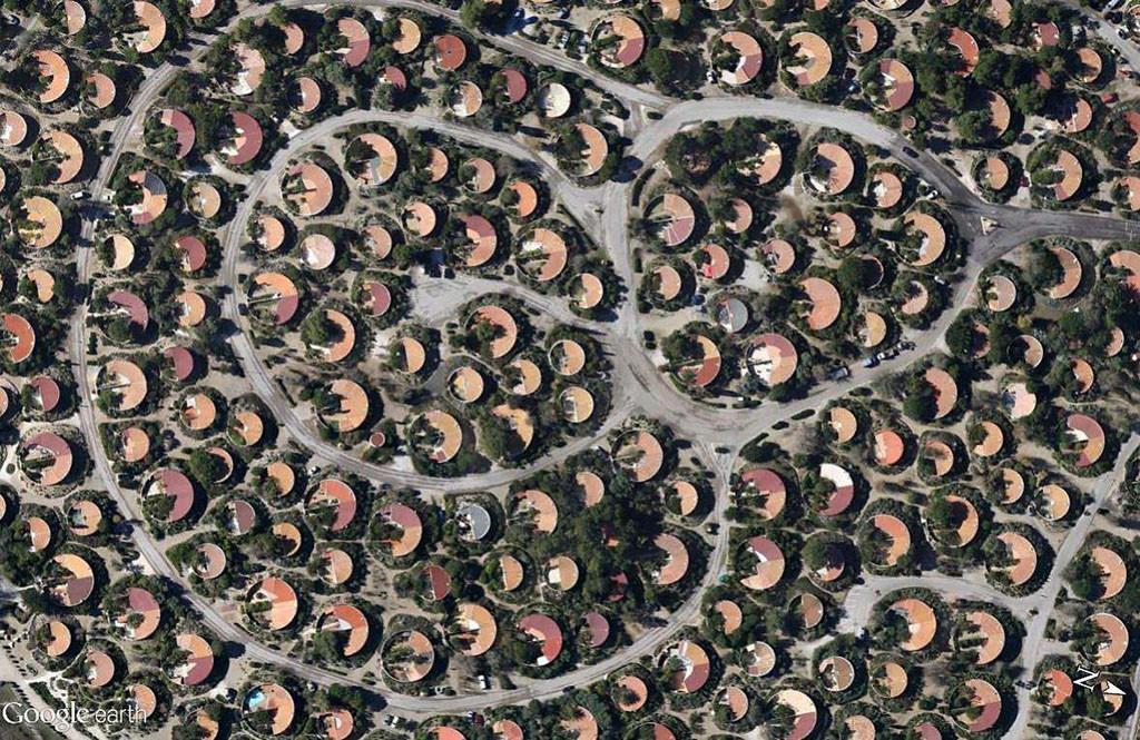 « Le village des sables », Merlin, 1980 - Torreilles, Pyrénées-Orientales. © Google Earth