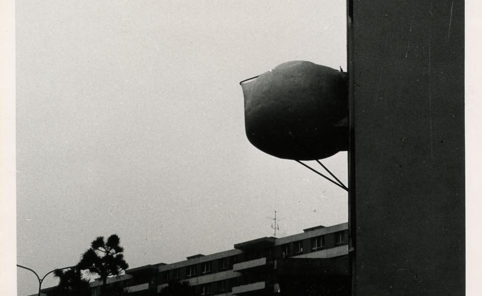 Marcel Lachat. Ventouse sur la façade d'un HLM. Genève © Collection Nelly Chanéac